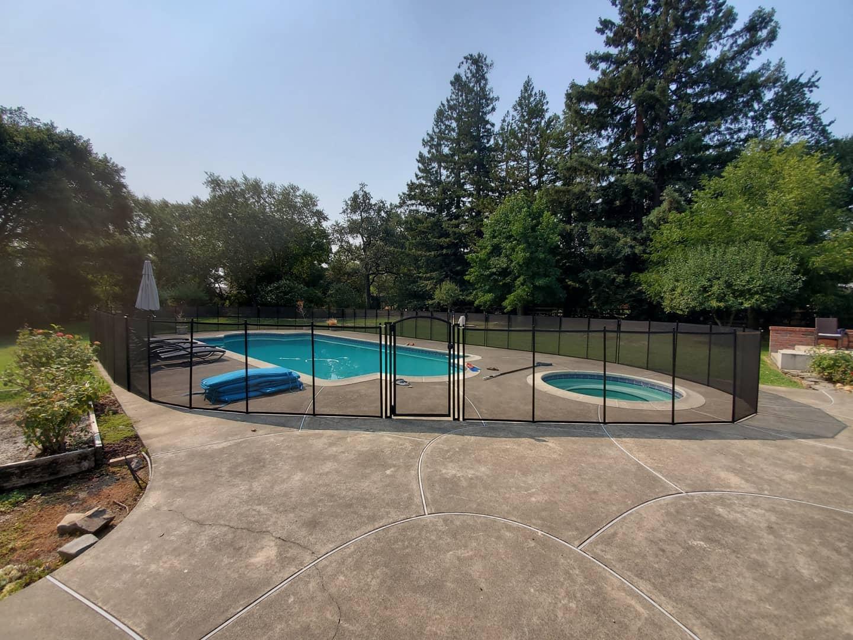Life Saver mesh pool fence installed in Covington, Louisiana